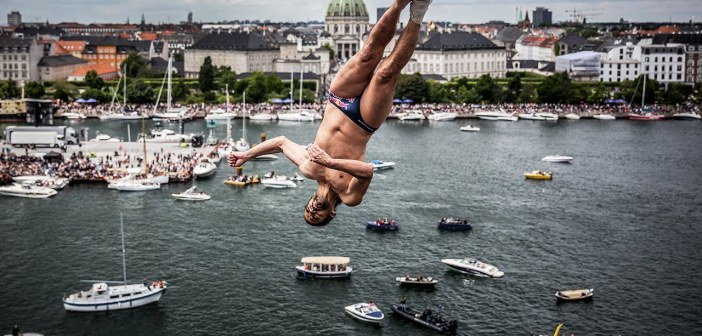 Diving from the Roof of the Copenhagen Opera House   Cliff Diving World Series 2016