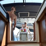 Erik på roret, og skipper'n  som seiltrimmer. 8,8 kn!