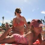 Ja, Maren koste seg på stranda ala Anfi