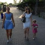 Skippern og jentene på vei til god middag på Anfi