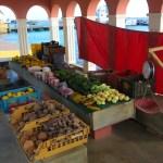 Venezuelere som kommer over daglig for å selge varene sine på markedet i Kralendijk.