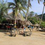Sjømatrestaurantene langs stranda i Tanganga