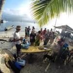 Første juledag ble det koldtbord for alle  som ville av de 12 seilbåtene på Canbombia. Indianerene stilte med bordet.