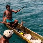 Første dag i Kuna Yala var indianeren på plasse med hummer, fisk og krabbe i kanoene sine, uluene.