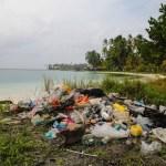 Søppelfjellet vi plukket på stranda på Cambombia