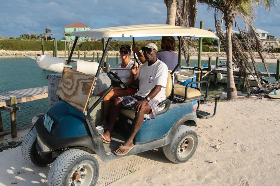 Ben har hatt oss med på 6 timers golfbiltur rundt store deler av Rum Cay.