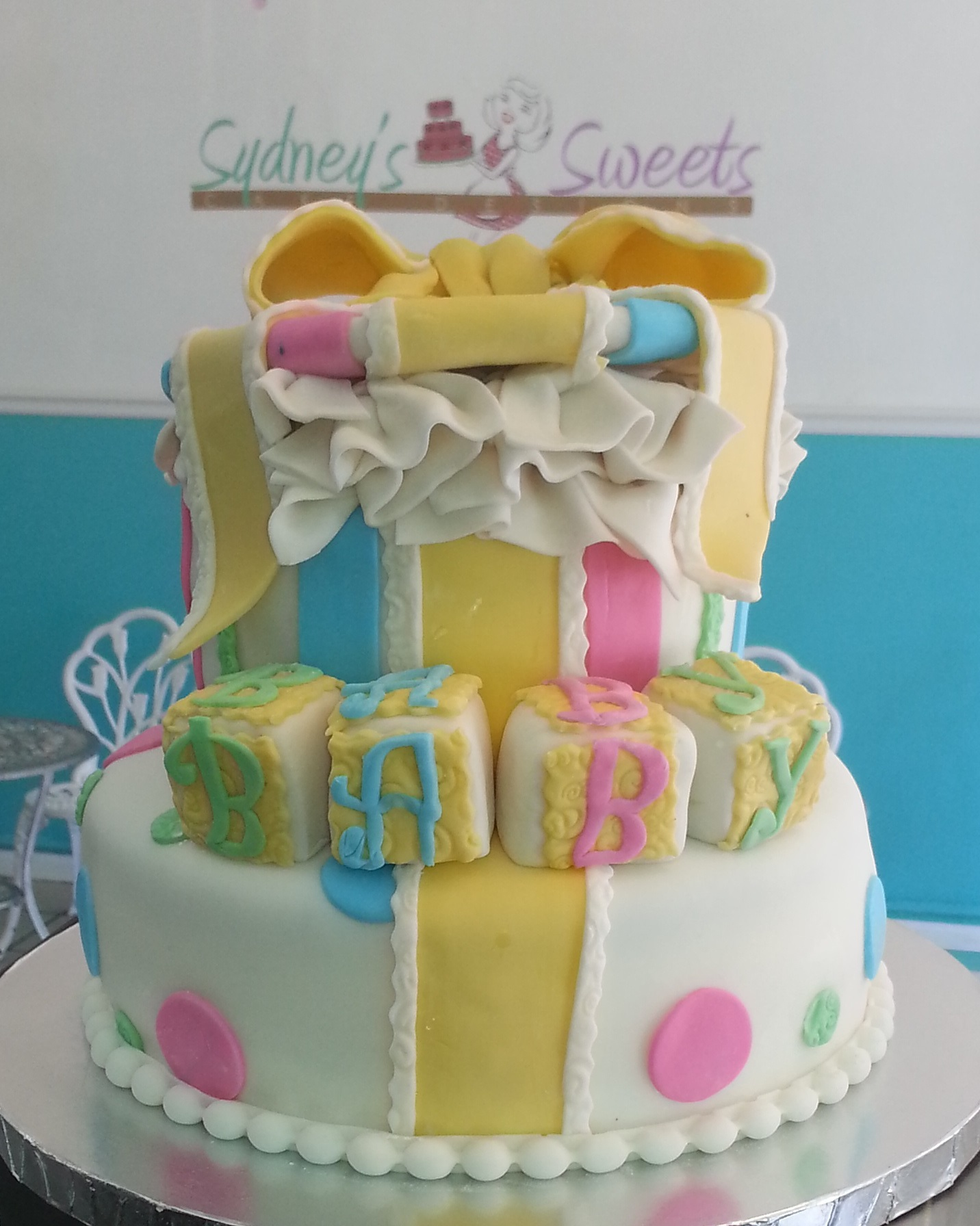 Pretentious Gender Neutral Gift Box Baby Shower Cake Sydneys S1 Gender Neutral Baby Shower Mes Gender Neutral Baby Shower Punch baby shower Gender Neutral Baby Shower