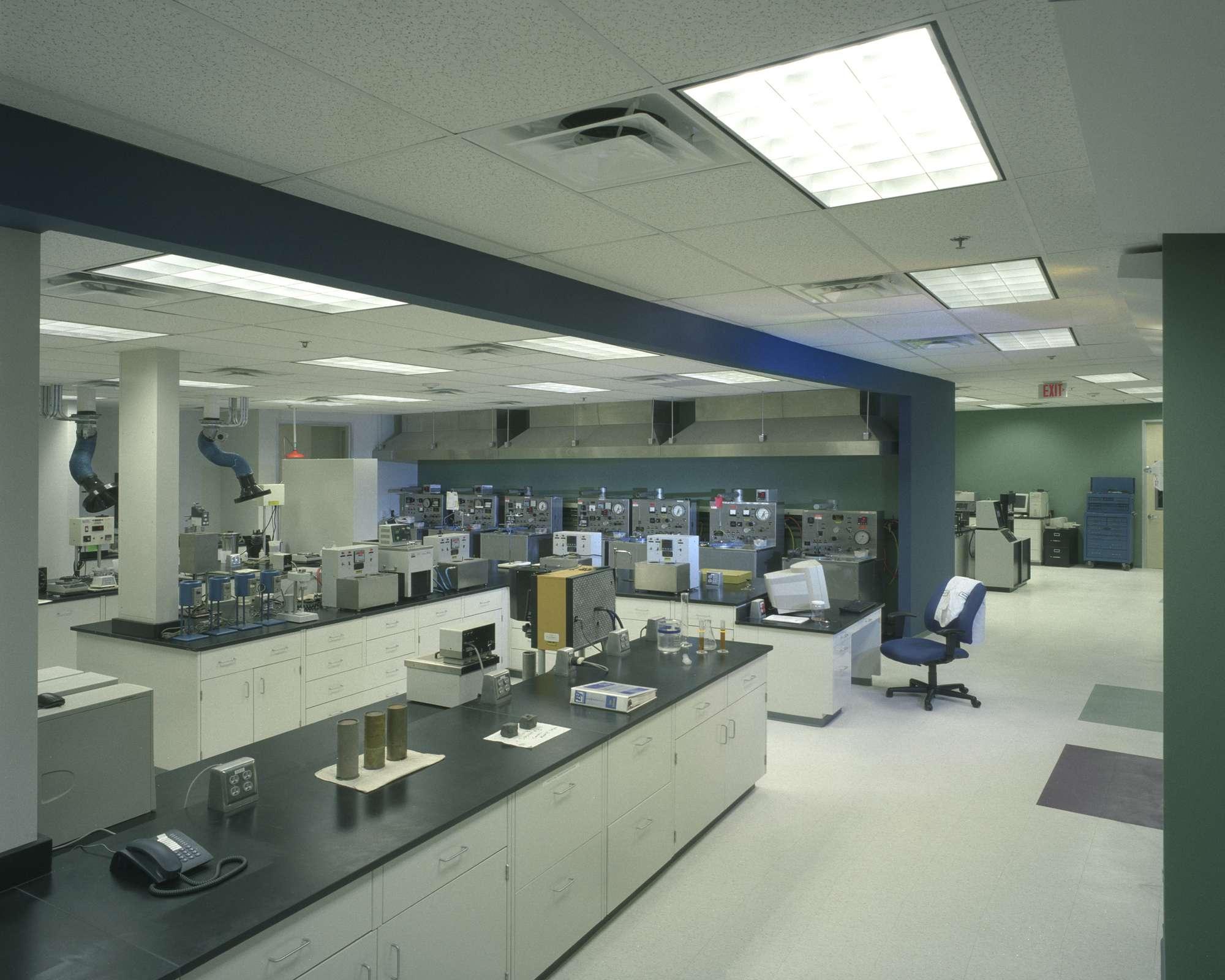 Int 1st Floor Cementing Lab 2000 Synchro Synchro