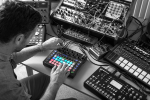 Novation_Circuit_on_table