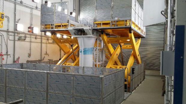 Hamownia silnikowa w Pratt & Whitney w Rzeszowie Platforma do obsługi silników samolotowych na nowo wybudowanej hamowni silnikowej w Pratt & Whitney w Rzeszowie. Firma Bosch Rexroth odpowiedzialna była za dostawę kompletnego systemu napędu platform obejmującego zasilacz hydrauliczny, siłowniki, sterowniki z oprogramowaniem, szafę sterowniczą oraz montaż.