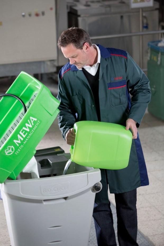 Płyn czyszczący nie zawiera trujących rozpuszczalników i lotnych związków organicznych.