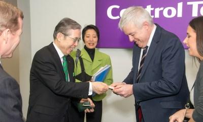 9568-Nagamori san and Carywn Jones First Minister