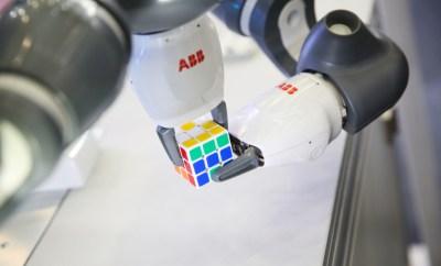 YuMi solvoing Rubic's cube