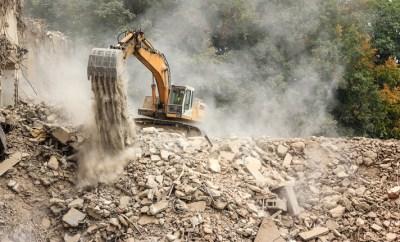 Rys. 1 Maszyna budowlana narażona na zapylenie i trudne warunki atmosferyczne | Autor: fotolia.pl/damark