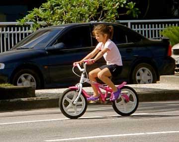 Menina de Bicicleta no Rio