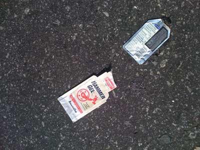 lixo pelo chão