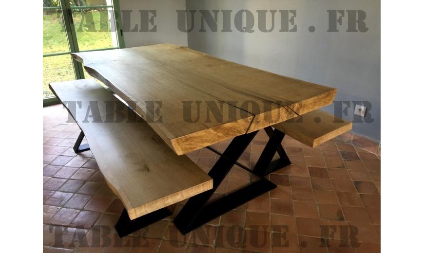 Table de salle à manger en bois brut massif vendu 1950 Euros - Table