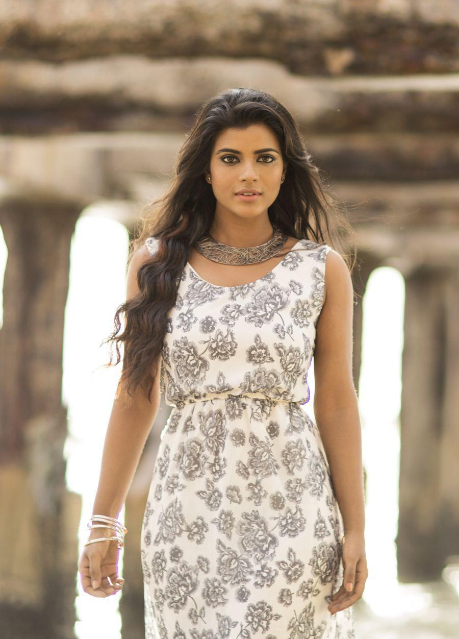Tamil Quotes Wallpaper Hd Top 25 Aishwarya Rajesh Beautiful Wallpapers And New