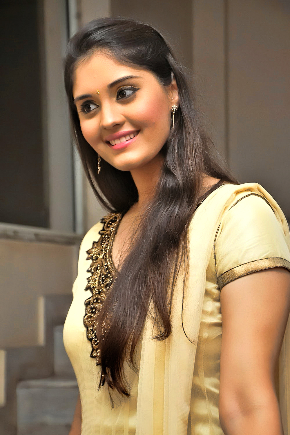 Beautiful Wallpapers With Lovely Quotes Hot Hd Wallpapers And Images Of Actress Surabhi