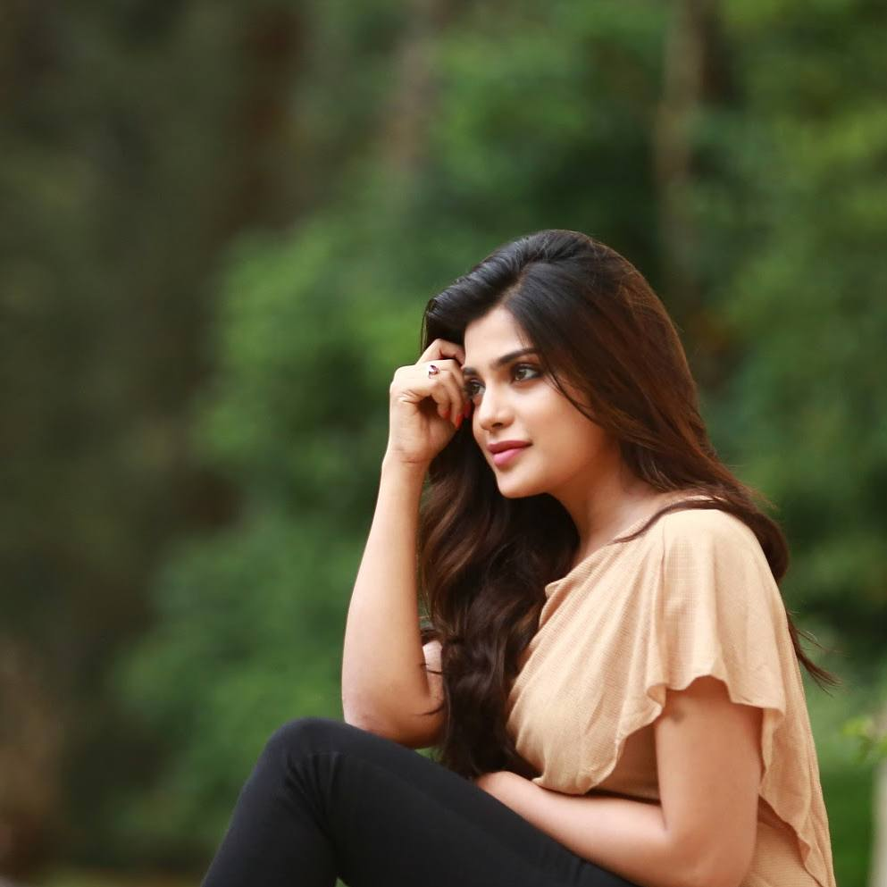 Love Wallpapers With Love Quotes Actress Aathmika Beautiful Images And Photos Collections