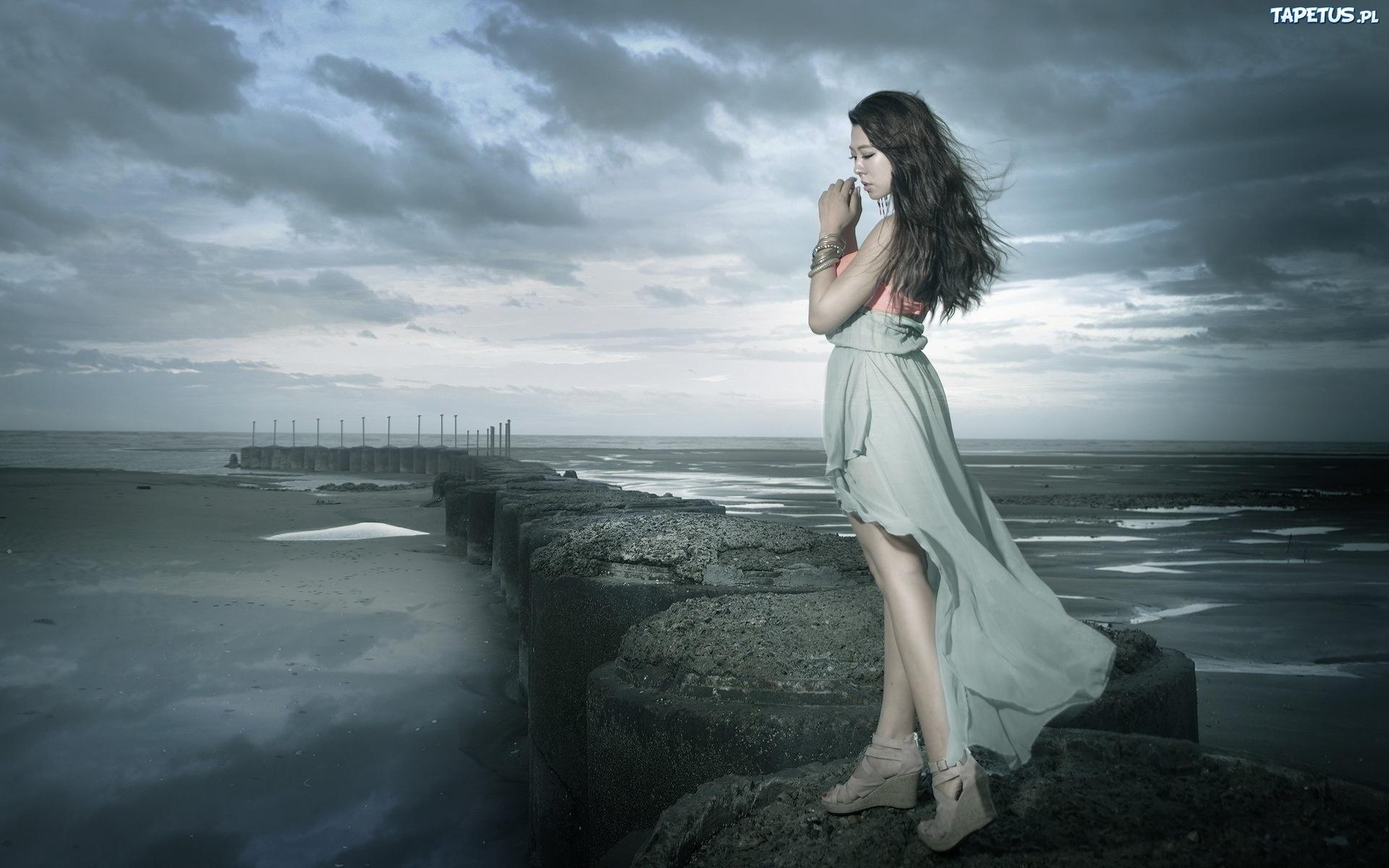 Wallpaper Of Lonely Girl In Rain Smutna Dziewczyna Falochron Morze Chmury