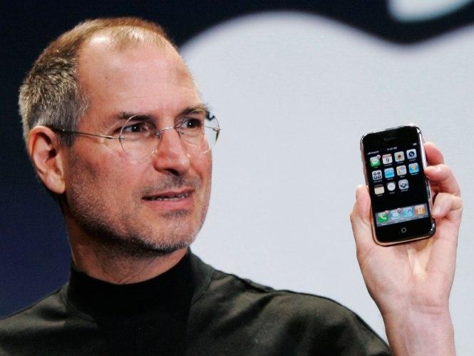 steve jobs holding iphone