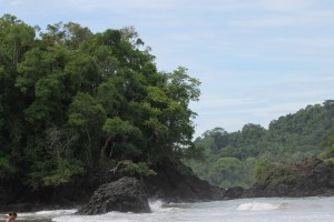 The barrier between the Playa Espadilla and Manuel Antonio