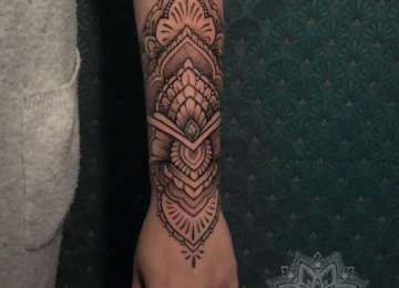 mandala - dotwork - dotje - lowerarm tattoo - tattoo - ornamental
