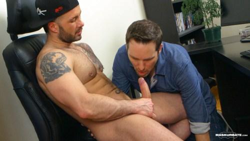 gay-blowjob-muscle-naked