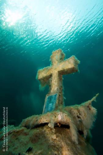 Gedenkkreuz, Samaranger See, Tauchen im Samaranger See, Tauchen in den Fernsteinseen