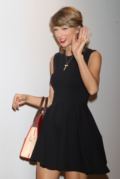 Taylor arriving in Tokyo, Japan for the 1989 World Tour