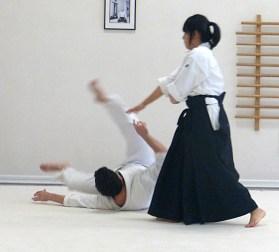 Tomoyo throws José