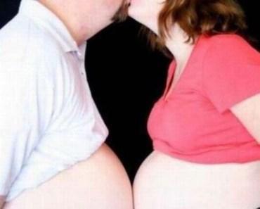 Pregnant_kiss