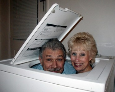 man and woman in washing machine Family Portraits Bad Family Photos Ellen worst family pics funny pictures awkward family photos wtf ugly people stupid people crazy people weird people