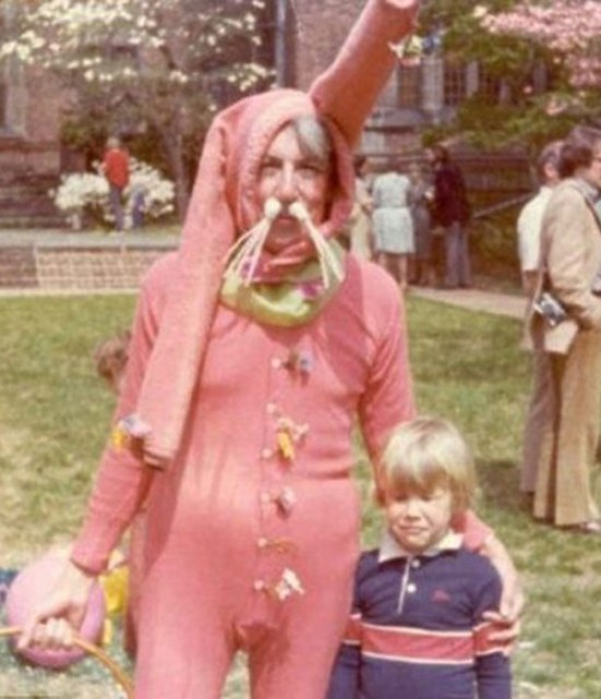 Scary Easter Bunny Pictures, Creepy Easter Bunny, Easter Bunnies, Funny Easter Bunny Pictures, Scary Easter Bunny Photos, Happy Easter, Bad Easter Bunny Pictures, Worst Easter Bunny Pictures, Funny Pictures, Demented Easter, Easter Fails, Awful Easter Pictures, Awkward Family Photos, Bad Family Photos, Worst Tattoos, Bad Tattoos, Funny Family, Kids with Easter Bunny, Scared Kids
