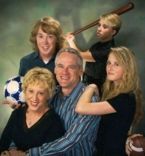 Family portrait kid swinging bat at parents Worst Family Photos Bad Family Portraits, Bad Family Photos, Ellen, funny family photos, worst family pics, funny pictures, awkward family photos, wtf, ugly people, stupid people, crazy people, people of walmart