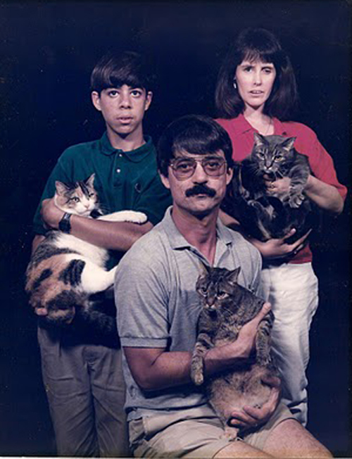 funny family portrait with cats, Worst Family Photos Bad Family Portraits, Bad Family Photos, Ellen, funny family photos, worst family pics, funny pictures, awkward family photos, wtf, ugly people, stupid people, crazy people, people of walmart