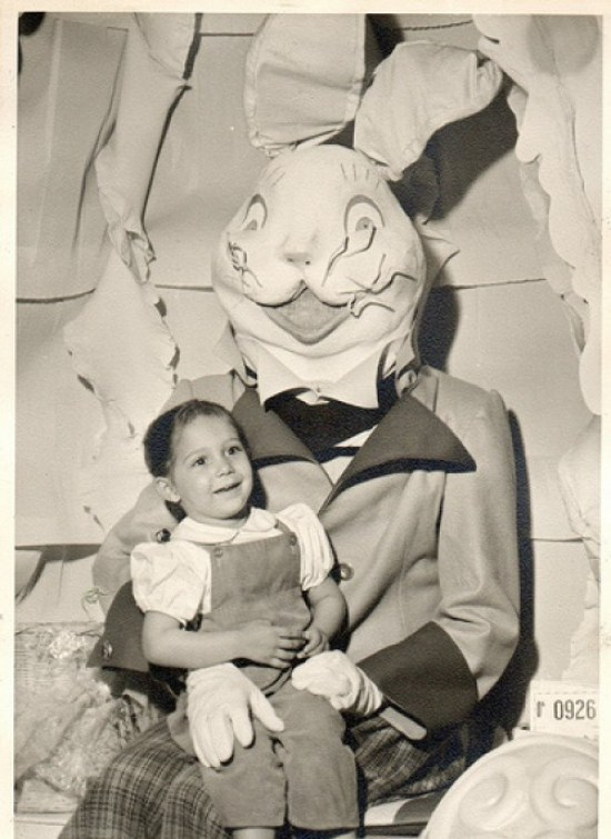 Scary Easter Bunny Pictures, Creepy Easter Bunny, Easter Bunnies, Funny Easter Bunny Pictures, Scary Easter Bunny Photos, Happy Easter, Bad Easter Bunny Pictures, Worst Eaaster Bunny PPictures, Funny Pictures, Demented Easter, Easter Fails, Aful Easter Pictures, Awkward Family Photos, Bad Family Photos, Worst Tattoos, Bad Tattoos, Funny Family, Kids with Easter Bunny, Scared Kids