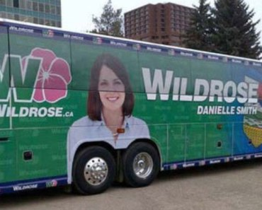 thumb-funny-advertising-fail-placement-wheels-bus-boobs