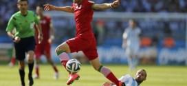 Alireza Jahanbakhsh passes Mascherano argentina-vs-iran (1)