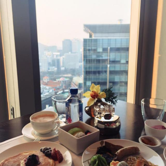 Breakfast with a view in Seoul! I had a mixhellip