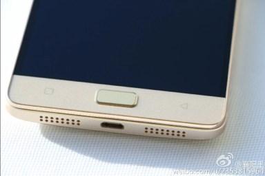 Lenovo Vibe P1 Pro charging port and speaker