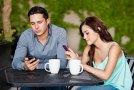 Erkekler telefonlarından sadece 21 saniye ayrı kalabiliyor