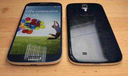 wpid-Size-comparison-Galaxy-S4-vs-iPhone-5-Martin-Hajek-001.jpg