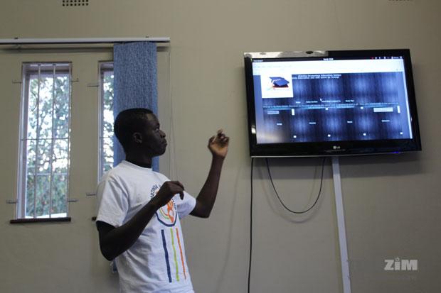 A Zimedu.net  team member pitching their concept.