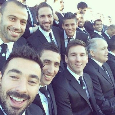 Leo-Messi-with-his-Argentinian-team-mates