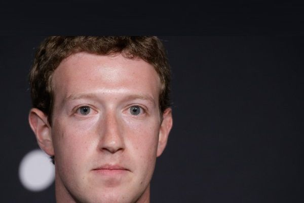 Mark Zuckerberg fuori da Facebook