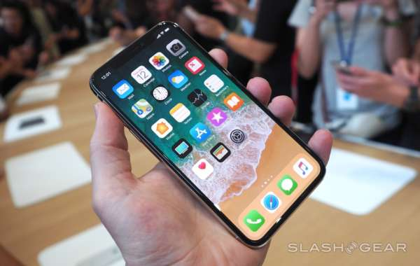 Apple, gli iPhone 8 già presentano lesioni e problemi