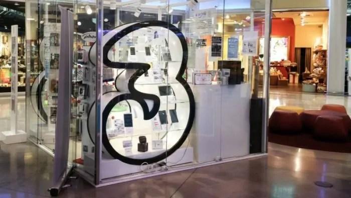 Minuti e internet illimitati nelle nuove offerte ALL-IN di 3 Italia