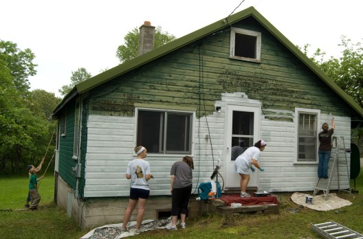 PAINTING A HOUSE 08